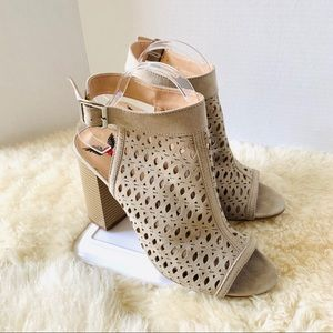 Penny Loves Kenny Caged Bootie Heel Tan Size 9